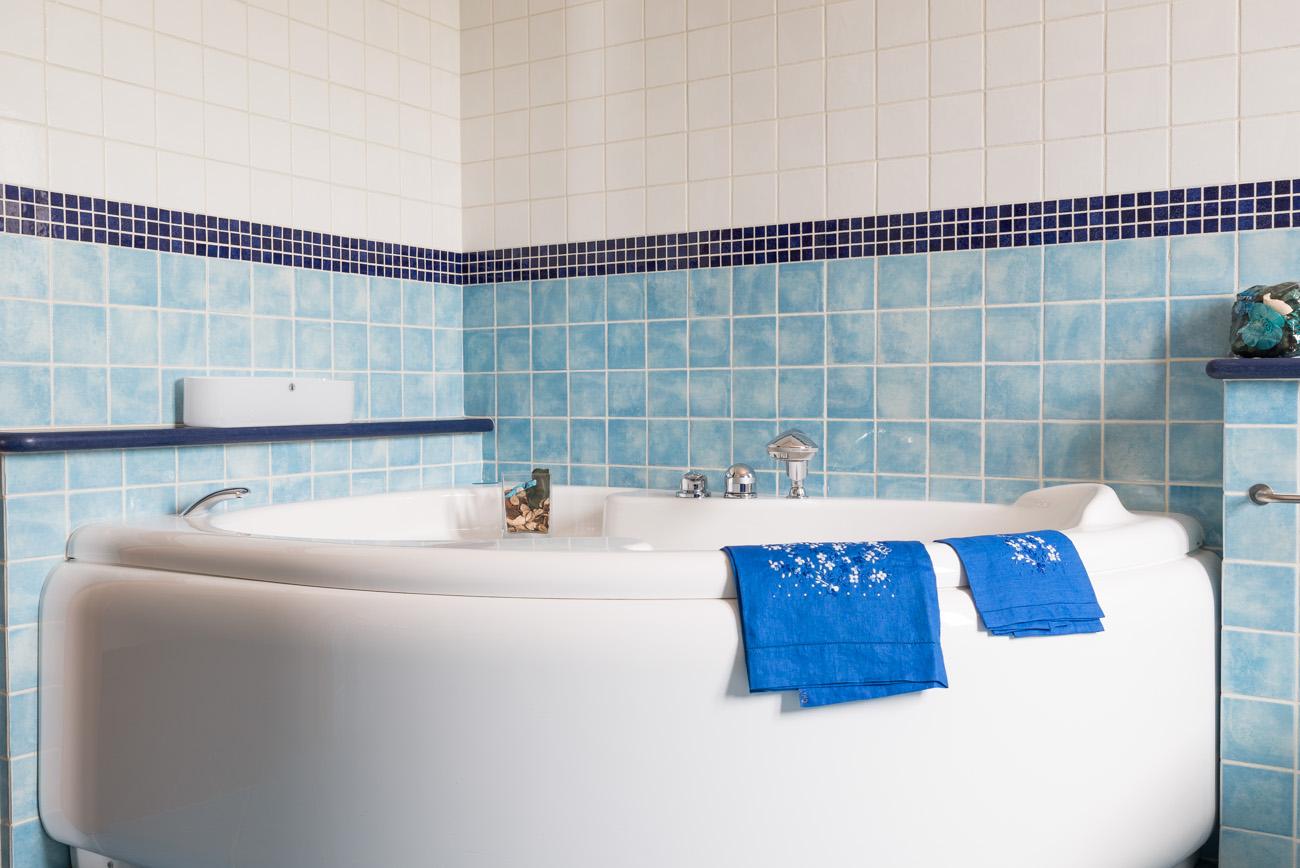 Vasca Da Bagno Zaffiro : Vasca da bagno centro stanza charme bleu provence